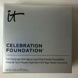 IT Celebration Foundation Light Anti Aging Powder